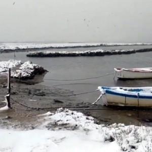 Bόλτα στην χιονισμένη λιμνοθάλασσα του Καλοχωρίου!