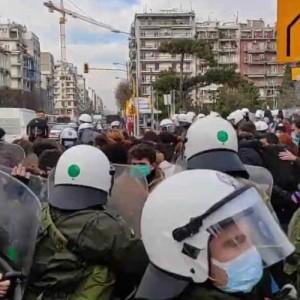 Επεισόδια στο κέντρο της Θεσσαλονίκης μεταξύ φοιτητών και αστυνομίας