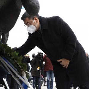 Στεφάνι στο Μνημείο του Ολοκαυτώματος από τον Περιφερειάρχη Κ.Μακεδονίας