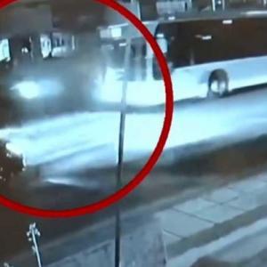 Θεσσαλονίκη: Η στιγμή που λεωφορείο «θερίζει» οδηγό μηχανής