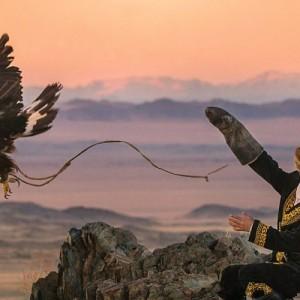 «Η Κυνηγός με τον Αετό» (The Eagle Huntress) του Ότο Μπελ στην ΕΡΤ2