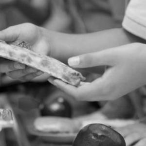 Διακοπή   σχολικών γευμάτων καταγγέλλει το ΚΚΕ