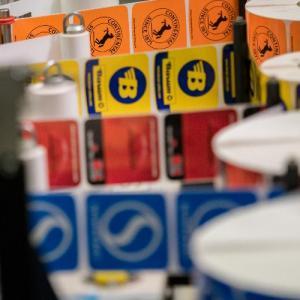 Η Continental μειώνει στο μισό τα αυτοκόλλητα στα ελαστικά της