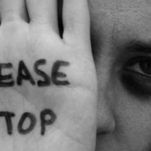 «ΛΥΣΕ ΤΗ ΣΙΩΠΗ» - Διαδικτυακή εκδήλωση για τη βία κατά των γυναικών