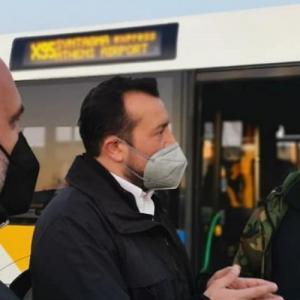 N. Παππάς: «Σαράβαλα» τα λεωφορεία που παρέλαβαν οι Μητσοτάκης-Καραμανλής