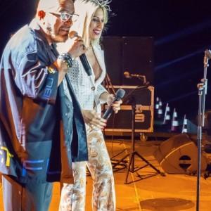 Ο Γιάννης Ζουγανέλης και η Μαρία Καρλάκη στην Πλαζ Αρετσους