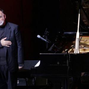 Συναυλία-αφιέρωμα στον Θάνο Μικρούτσικο στο Ηρώδειο