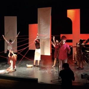 Η παράσταση ενηλίκων «Viral Thess» από τον Μικρό Βορρά στην Θεσσαλονίκη
