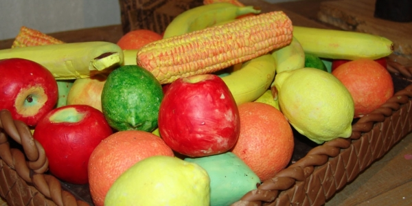 Το REACT  μαγειρεύει και μοιράζει φρούτα