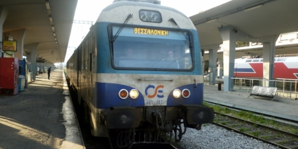 ΤΡΑΙΝΟΣΕ: Βραχυκύκλωμα προκαλεί καθυστερήσεις στην γραμμή Θεσσαλονίκης-Κατερίνης