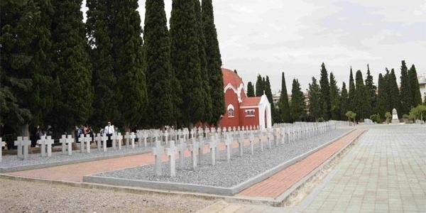 Κατάθεση στεφάνων στα συμμαχικά νεκροταφεία «Ζέιτενλικ»