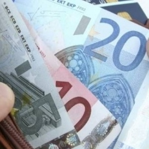 Οι δικαιούχοι και η διαδικασία για το επίδομα των 800 ευρώ
