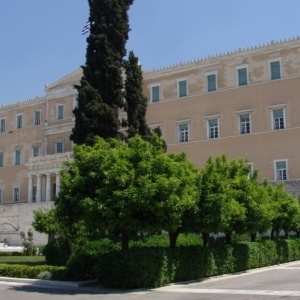 Νεολαία ΣΥΡΙΖΑ:  Aπαράδεκτη   η σύλληψη δεκατεσσάρων γυναικών μπροστά στο ελληνικό κοινοβούλιο