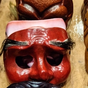 Kατασκευάζω τη δική μου μάσκα και μεταμφιέζομαι