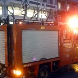 Άγνωστοι πυρπόλησαν κρατικό όχημα στο κέντρο της Θεσσαλονίκης