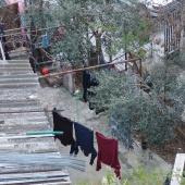 Στην Ανω Πόλη της Θεσσαλονίκης υπάρχουν κατά κύριο λόγο μονοκατοικίες που διατηρούν αυλές © goTHESS.gr