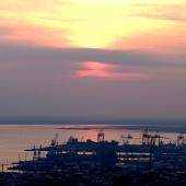 Αποψη της δυτικής πλευράς της πόλης και του λιμανιού © goTHESS.gr