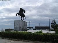 Το άγαλμα του Μεγάλου Αλεξάνδρου με φόντο τον Θερμαικό © goTHESS.gr