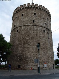 Ο Λευκός Πύργος από την είσοδό του στην Λεωφόρο Νίκης © goTHESS.gr